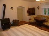 obývací pokoj č. 1 (původní seknička)